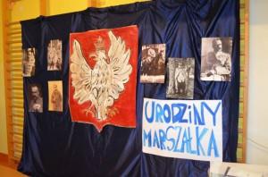 """Międzyszkolny Konkurs Plastyczny o Twórcy Niepodległej """"Kartka Z Marszałkiem"""" – gala z okazji urodzin Józefa Piłsudskiego"""