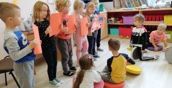 Dzielni poszukiwacze informacji – w ZerówceMegaMisja  w Zerówce
